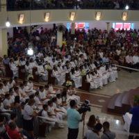 Mais de 100 crianças recebem a Primeira Eucaristia