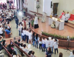 Rito de Comunhão durante a missa da Santíssima Trindade